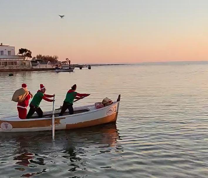 [video] – A Porto Cesareo Babbo Natale viene dal mare