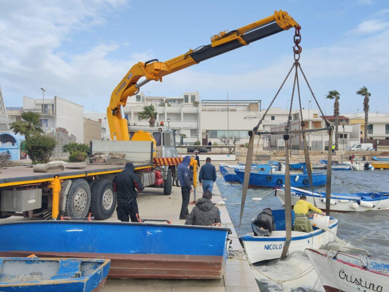 [video] – Porto Cesareo, affondate una quindicina di barche. La conta dei danni e le operazioni di recupero