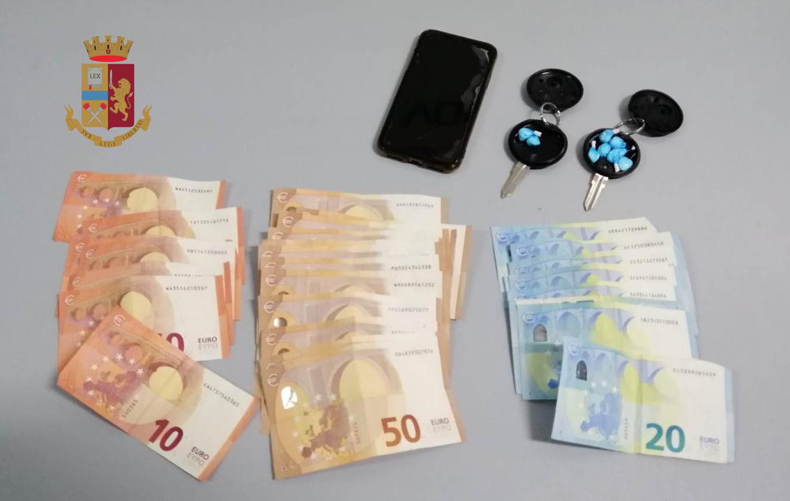 Cocaina nei gusci dei telecomandi, arrestato
