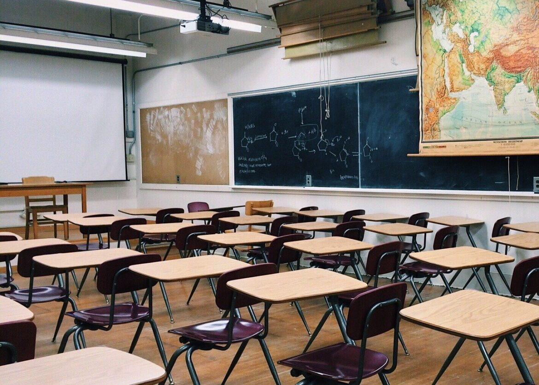 """Scuola, si cambia: """"Dad per tutti fino al 5 marzo"""". E sindacati revocano lo sciopero"""