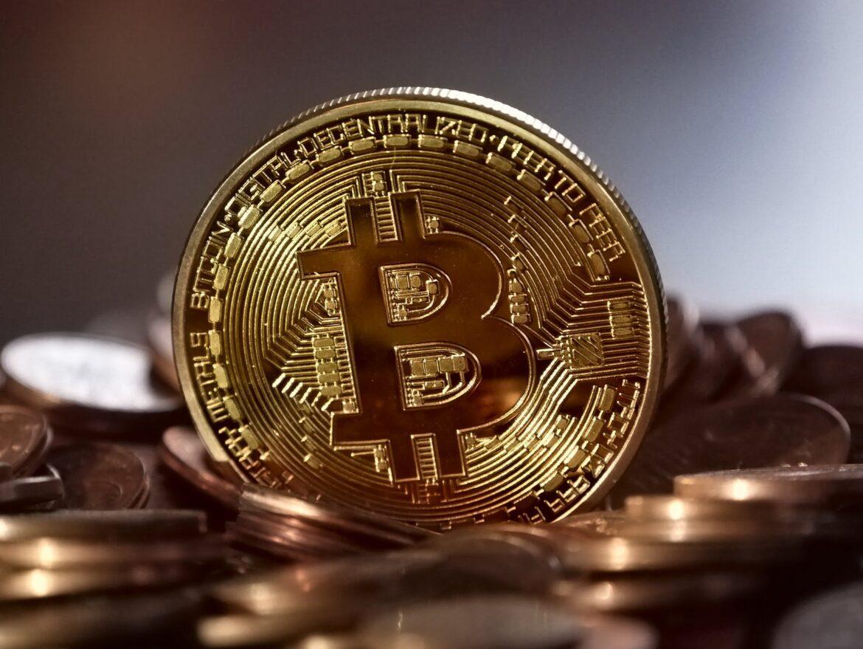 Bitcoin: la criptovaluta più conosciuta al mondo punta ai 35000 dollari