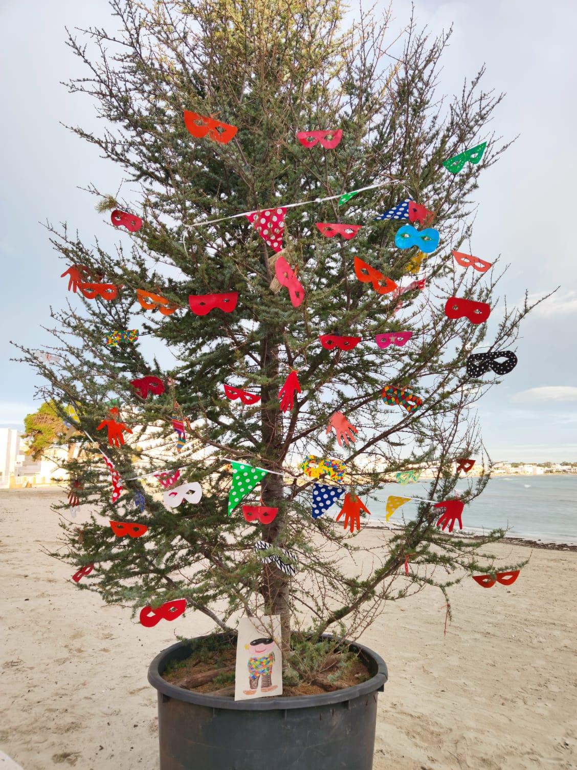 L'Albero di Carnevale in riva al mare. Per la gioia dei più piccoli