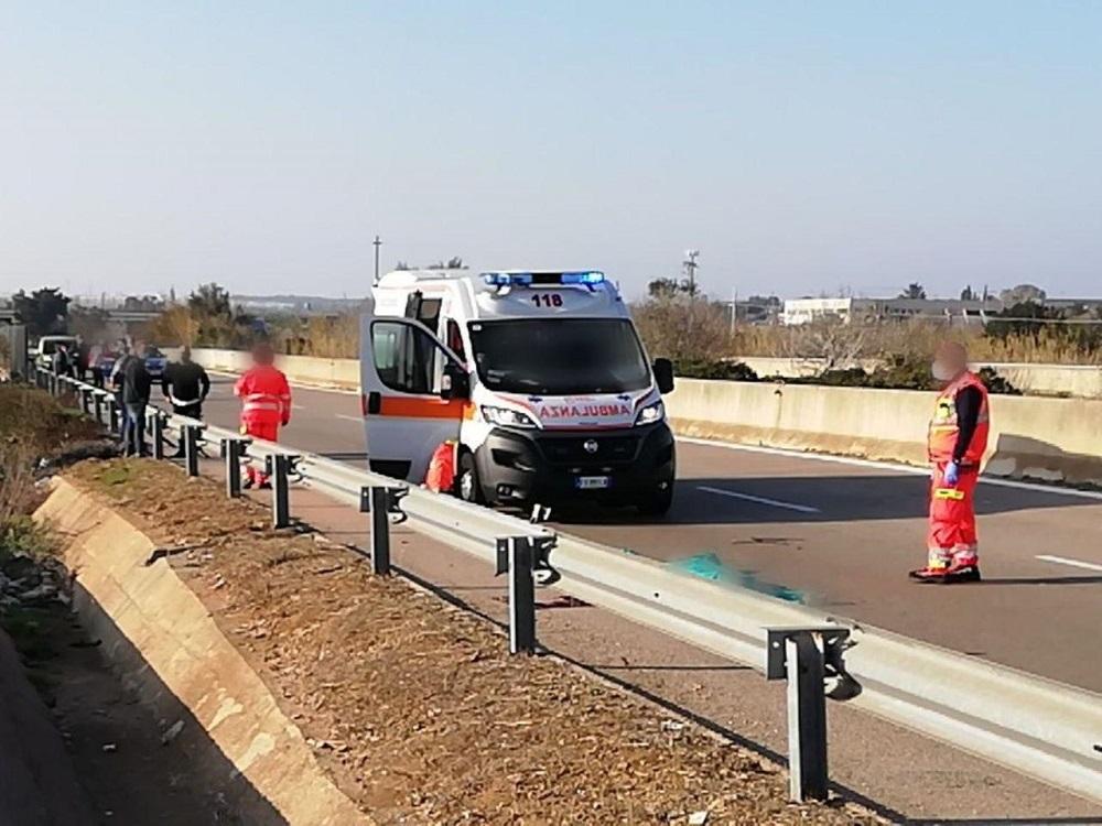 Tamponato da un'auto sulla ss274, muore ciclista 45enne