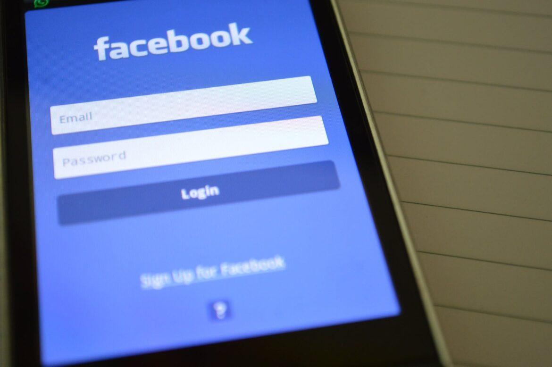 Facebook contro la disinformazione: al via la cancellazione di post e contenuti inesatti sui vaccini