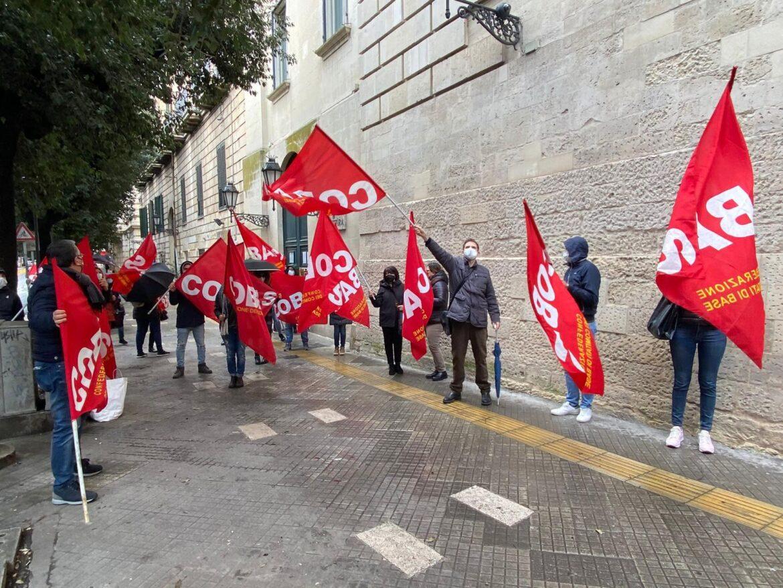 """[video] – Oss, nuovo sit-in Cobas: """"Assunzione degli idonei del concorso di Foggia e scorrimento delle graduatorie"""""""