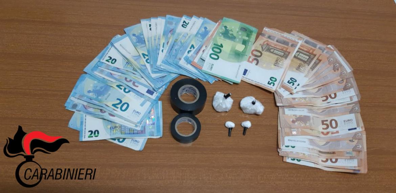 Cocaina, materiale per il confezionamento e denaro: arrestato 63enne
