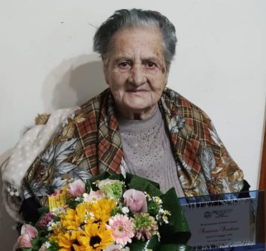 Addio alla centenaria Antonia, qualche mese fa aveva ricevuto la targa come residente più anziana