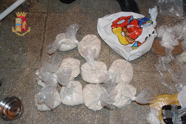 Eroina per oltre 8 kg, poi sostanza da taglio e l'attrezzatura per il sottovuoto: arrestati in due