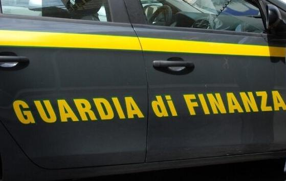 Giro d'affari con slot e scommesse, fiamme gialle sgominano organizzazione criminale: al vertice tre fratelli neretini