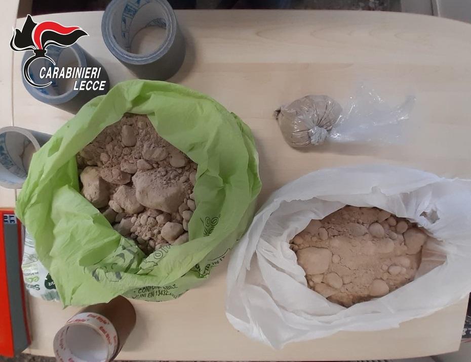 Controllo del territorio con unità cinofile: in un casolare spuntano oltre quattro kg di eroina