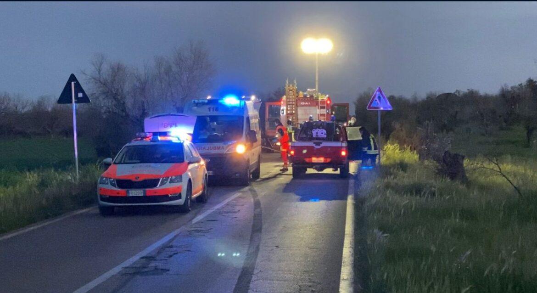 Auto si ribalta, 44enne di Nardò muore nel tragitto verso l'ospedale. Grave la conducente