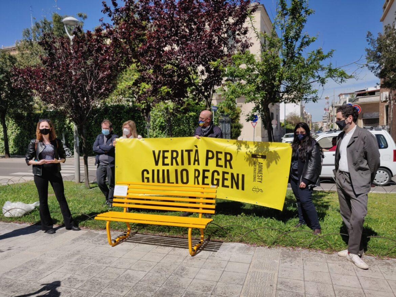 """Una panchina gialla a Lecce per Giulio Regeni, torturato e ucciso al Cairo nel 2016: """"La sua vicenda riguarda tutti"""""""