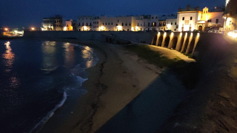 Gallipoli, prove tecniche di illuminazione per la spiaggetta della Purità