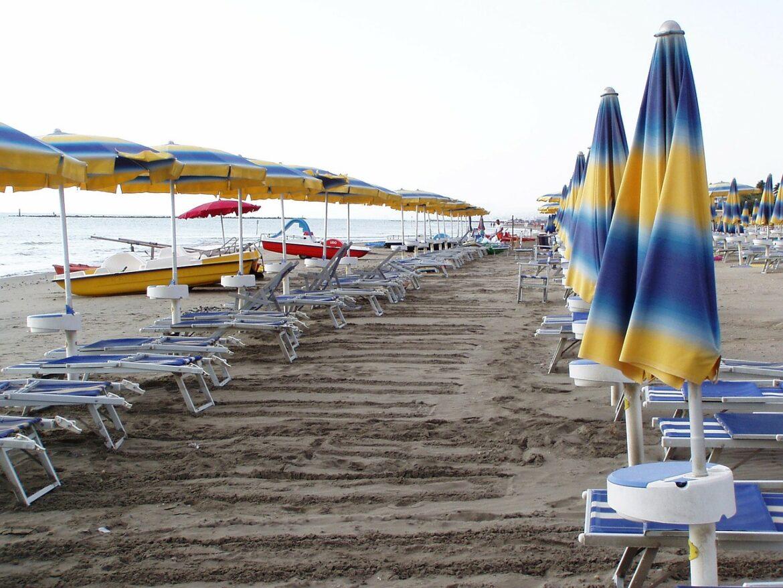 """Turismo, retribuzione media annua di 6400 euro. Filcams Cgil: """"Mancato rispetto del ccnl, precariato e lavoro nero"""""""