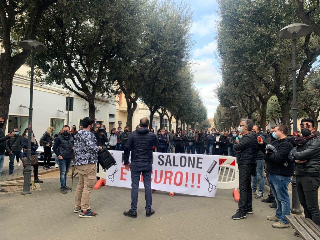 Commercianti e partite iva contro le chiusure e per il diritto al lavoro, flash mob a Nardò