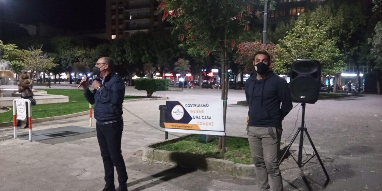 """[video] – """"Stop coprifuoco"""", le partite iva tornano in piazza e rivendicano il diritto al lavoro"""