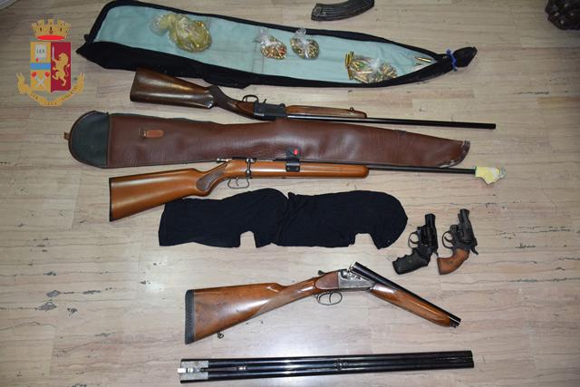 Sequestrati armi e droga in un'abitazione a San Pio: tritolo, bombe e 48 kg di eroina tra il materiale rinvenuto