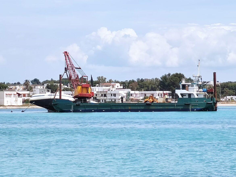 [video] – Il recupero della barca incagliata in rada è realtà. Svolta attesa da anni