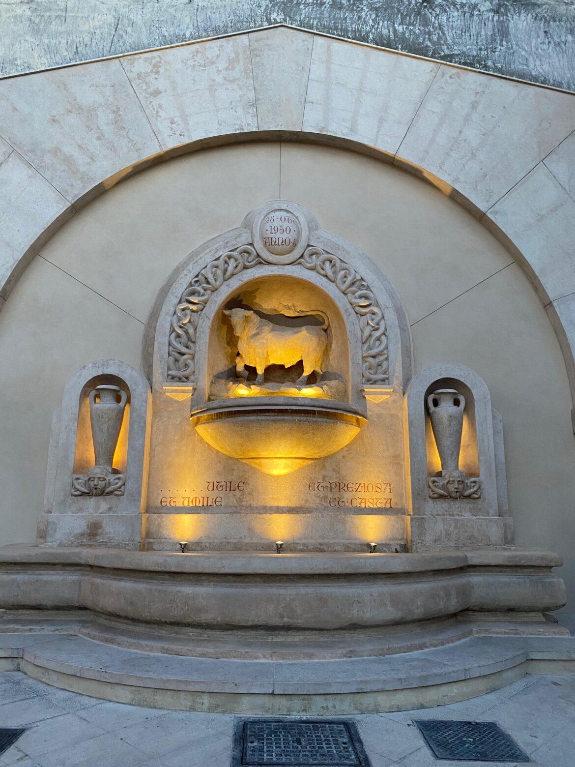 Fontana del Toro, completato il restauro: all'inaugurazione presente pronipote dello scultore Gaballo