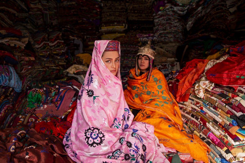 La condizione delle donne in Afghanistan negli intensi scatti di Fatimah Hossaini, taglio del nastro con ministra Messa