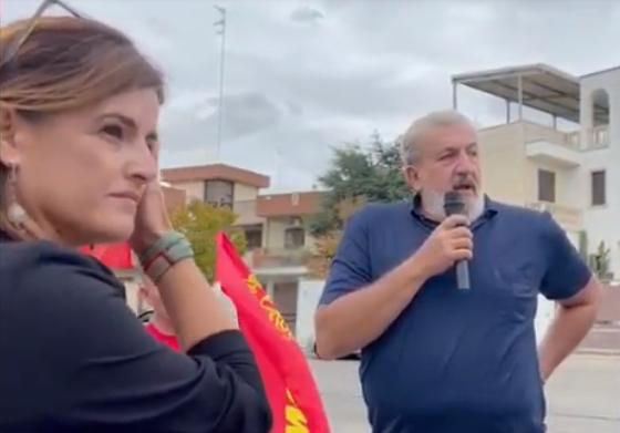 """[video] -""""Forza Nuova e Casapound vanno sciolte"""", parola di Emiliano. Che viene contestato davanti alla sede Cgil di Nardò"""